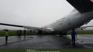 pesawat-lion-air-tegelincir-di-bandara-supadio-pontianak-seluruh-penumpang-dievakuasi